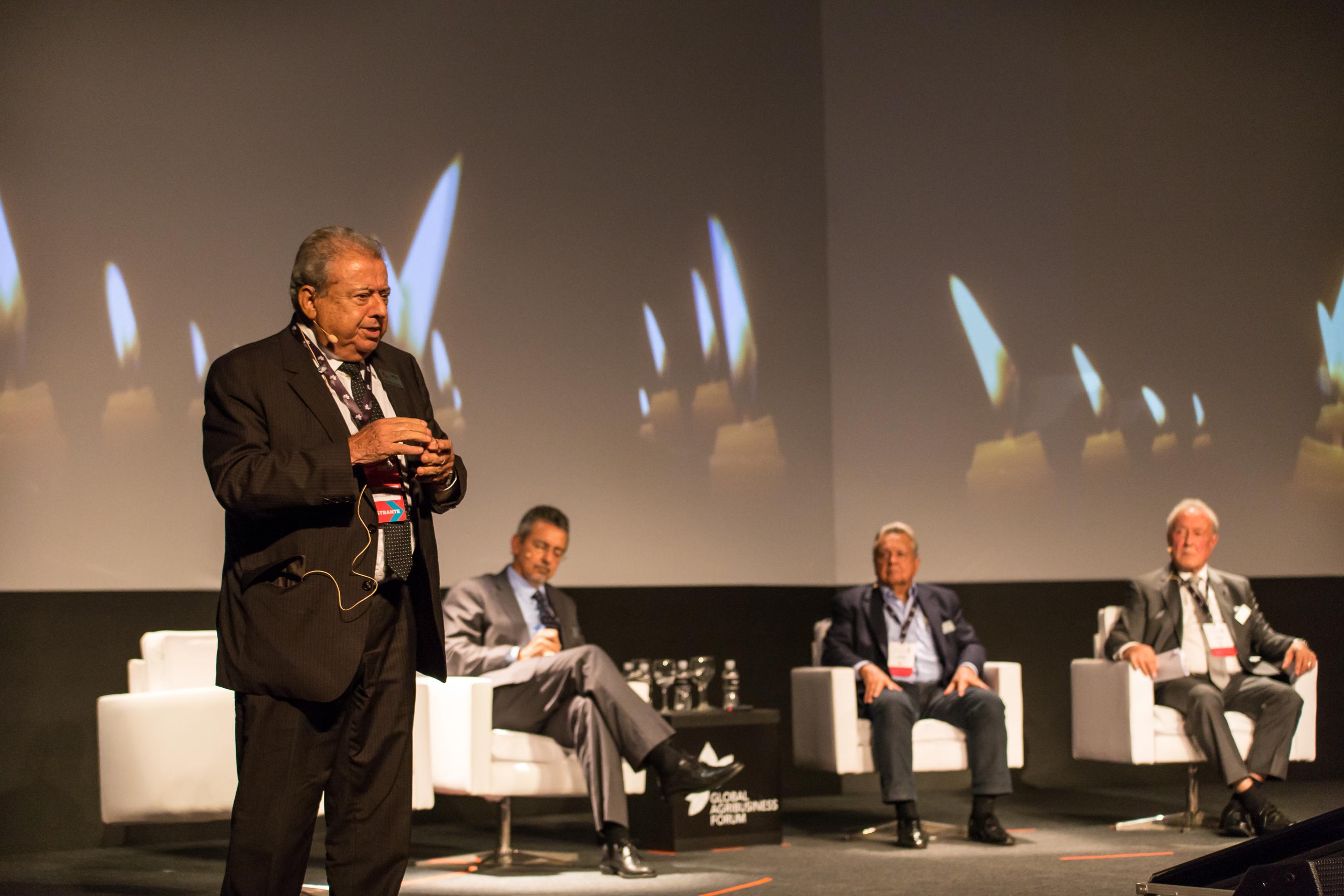 O presidente da Abramilho, Allysson Paolienlli participou junto de outros ex-ministros de um painel sobre o futuro da agricultura